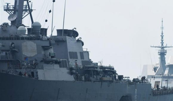 美海軍驅逐艦在新加坡附近海域與商船相撞