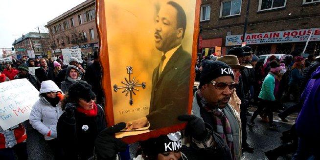 美民眾不懼寒冷 遊行紀念馬丁·路德·金