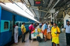 火车咋没有车头?印度列车车厢载千人溜车12公里