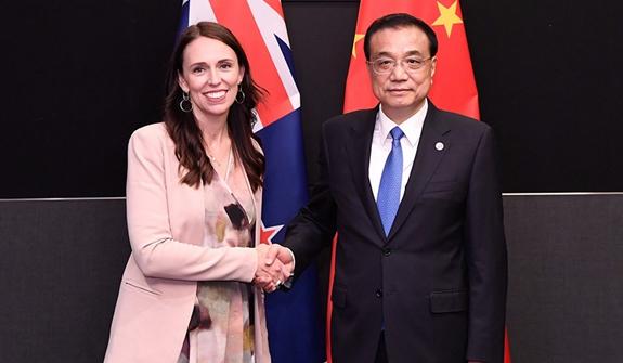 李克強會見新西蘭總理阿德恩