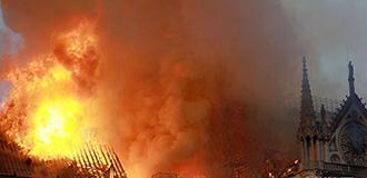巴黎聖母院遭遇火災