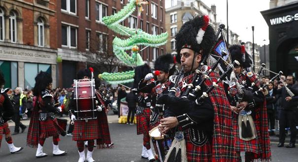 倫敦舉行新春巡遊慶祝中國農歷新年