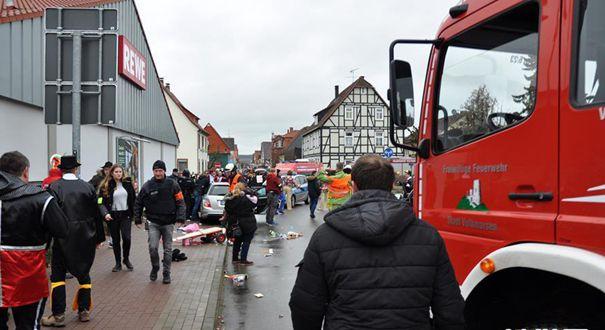 德國一汽車衝入狂歡節人群約30人受傷