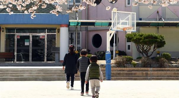 韓國宣布全國中小學將分批線上開學