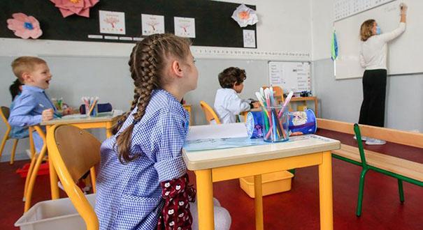 法國:逐步開學