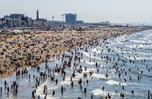 """高溫""""炙烤""""荷蘭 民眾海灘避暑人山人海"""