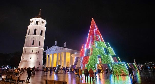 立陶宛首都舉行聖誕樹亮燈儀式