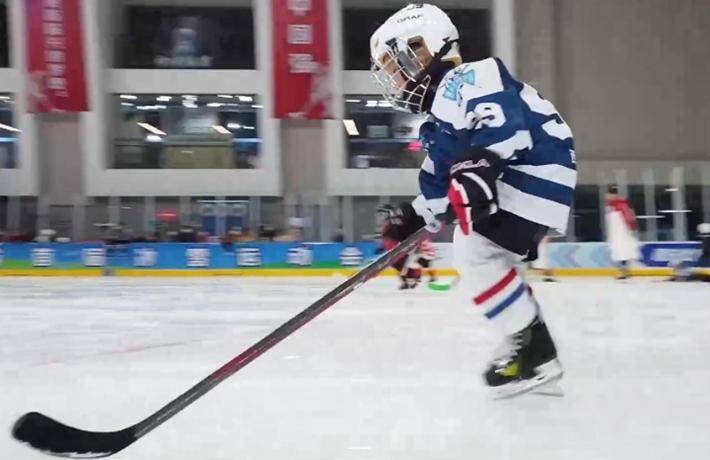 全球連線|(走近冬奧)冬季運動熱高原 冰球少年迎大考