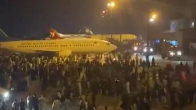 全球连线 阿富汗:人群涌向机场 准备离开喀布尔