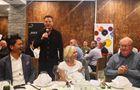 澳大利亞民眾齊聚中餐廳為中國加油